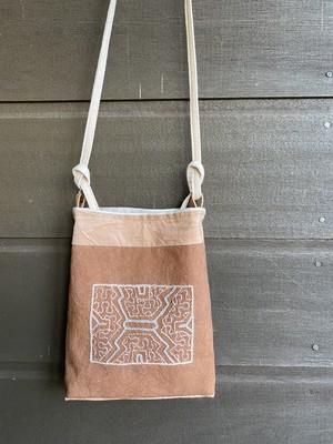 ポシェット13 薄いピンク系刺繍 シピボ族の工芸