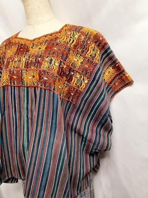 民族衣装ウイピル(花刺繍×縦縞)(グアテマラ)