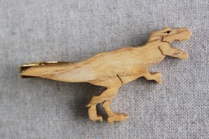 木製ティラノサウルスネクタイピン