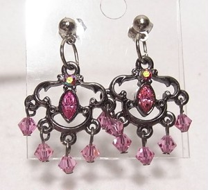 ピンクのガラスビーズが下がるピアス  アクセサリーのセール通販 5588P