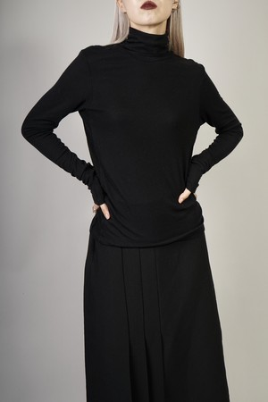 SIDE SWITCHING HIGH NECK TOPS  (BLACK) 2009-82-147