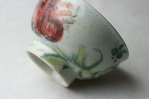 赤い花と蜂の茶碗/可愛い子ども食器/磁器/陶芸家/キッズ食器/ cute ceramic