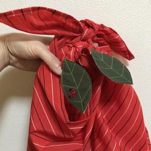【雑貨】葉っぱふろしき(赤しましま)