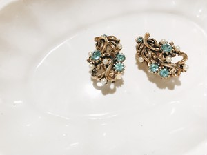 "Travelling Madeleine - earring - "" Blue Flower """