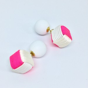 Cube Earrings キューブピアス