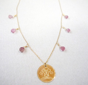 K18YG天然石ピンクトルマリン ×「YS」ロゴネックレス