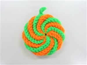 手編みのアクリルタワシ(緑×オレンジ)