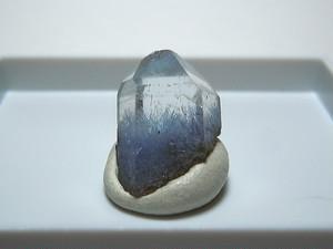 デュモルチェ石入り水晶 (#1) - Dumortierite in Quartz