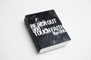 小野啓写真集『暗闇から手をのばせ Reach out and touch faith』