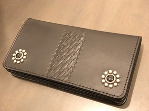 FLOWER HEAD STUDS LONG WALLET / METAL JACKET