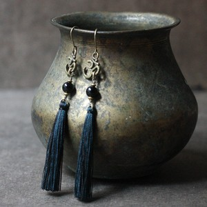 ピアス -onyx × new moon tassel-