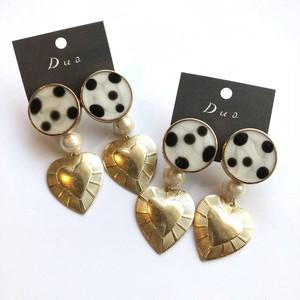 ダルメシアンボタンと真鍮ハートの〈ピアス/イヤリング〉