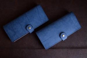 ブルーグレーのマットな牛ヌメ革の長財布