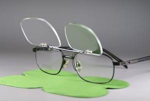 レンズ交換可能!前掛け式老眼鏡「+2.0」