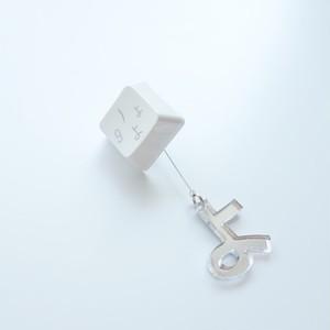 凸キー 片耳ピアス+アクリルミラー文字(白)