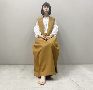 New!!  Deep u dress with shoulder pads / camel  (2021 New collection)