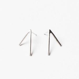 ANOTHER FEATHER / DART EARRINGS SILVER