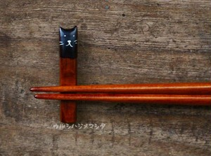 拭き漆の箸置き(黒猫)/URUSHI CHOPSTICK REST(BLACK CAT)