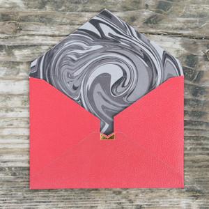 【赤×マーブル】カード付スタイリッシュ封筒 HOI01C