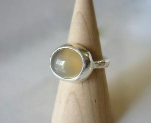 キャンディベージュムーンストーンの指輪
