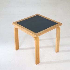 Side table / Magnus Olsen