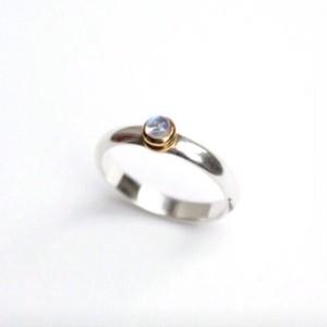 弦のボールエンドを使ったムーンストーンのリング  Strings ball-end ring (MST)