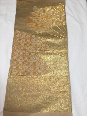 【MEDASHI】金色引箔地 扇面に松と七宝文様 西陣織帯地裂