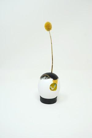 卵の殻といきもののドライフラワーのオブジェ
