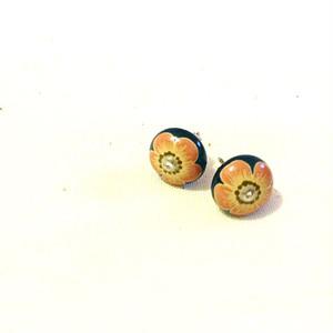 uruririのピアス【漆絵付け:ピンクの小花】