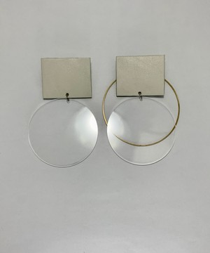 Transparent and leather earrings/ cream