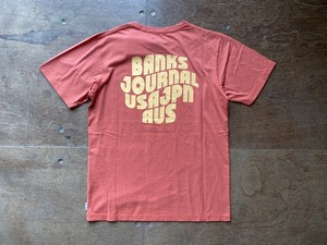 BANKS JOURNAL POSTED S/S TEE (red)