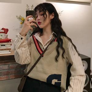 秋コーデ!アシンメントリーニットベスト+シャツ