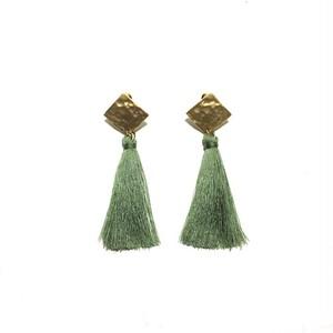 刺繍糸タッセルピアス