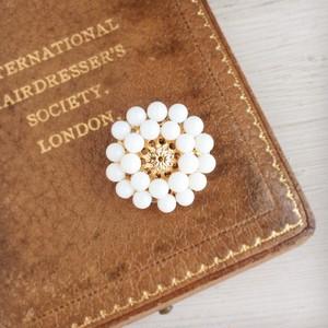 【帯留め・白珊瑚】アンティークレトロなお花