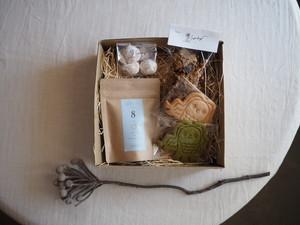 【6月3日18時~予約販売開始。6月11日発送分。】お茶好きさんに贈る、オリジナルティーとおやつ箱。