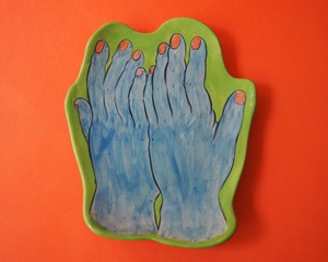 """Imustan 《shy girl: ブルー手》 Plate/Wall Decoration  """"shy girl with Blue Hands"""" by Imustan"""