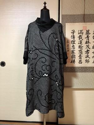 ☆着物リメイクハンドメイド人気の正絹黒絞り重ね襟チュニック