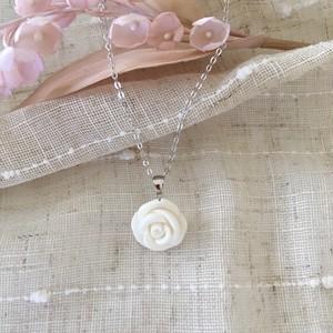 天然白珊瑚☆ピュアホワイト☆ローズペンダントc-p0005