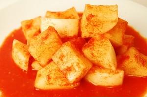 カリッとした食感とだしの旨味が凝縮!すり下ろしリンゴも甘さにブレンド!自家製カクテキ(大根キムチ) 200g