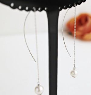 あこや真珠のカーブ&チェーンのエレガントピアス(ゴールド・シルバー)
