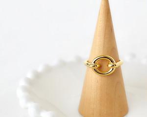 Circle motif ring