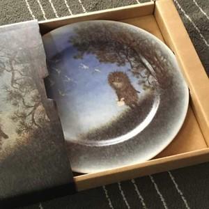 インペリアル・ポーセリン「きりのなかのはりねずみ」絵皿 B