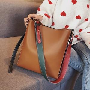 【バッグ】簡潔合わせやすいオールシーズンPU配色カジュアルトットバッグ