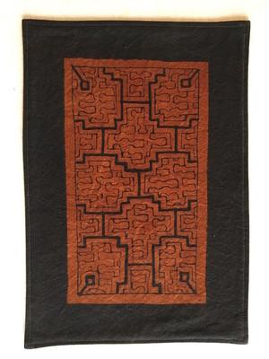 ミニマット 21x30cm アマゾン・シピボ族の泥染め カフェマット 茶 草木染めの裏付き