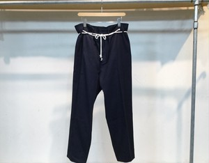"the Sakaki""Tuck Denim Tapered Slacks"""