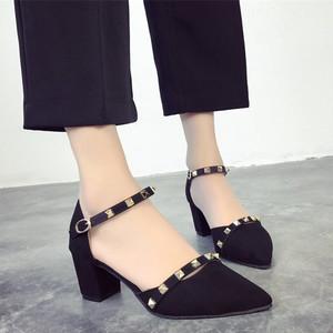 【pumps】Casual  solid color rivet middle heel pumps