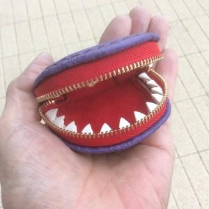 サメ革・歯の付いた小銭入れ・二枚歯・薄紫チャック赤