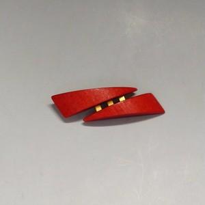 アーリッカ ブローチ(赤い三角2つ)