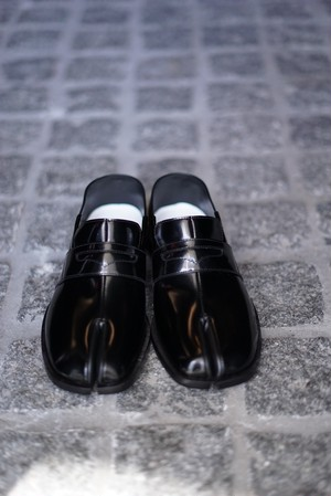 Maison Margiela  /  TABI LOAFER (BLACK)