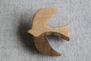 ホオ杢とハードメープルで作った鳥ブローチ